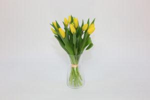 kwiatami wielkanocnymi