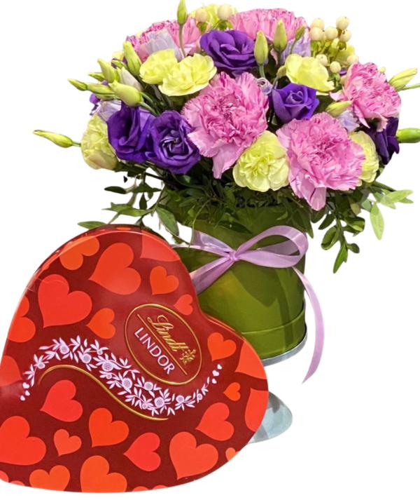 Zamów kwiaty w pudełku czyli flower box z czekoladkami gratis kwiaciarnia Zielona Góra-kwiaty w pudełku ni z Łodzi