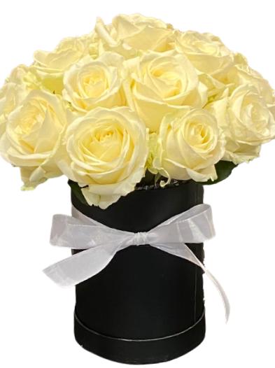 Białe róże w pudełku, dostawa kwiatowa Bydgoszcz, kwiaty róże w pudełku